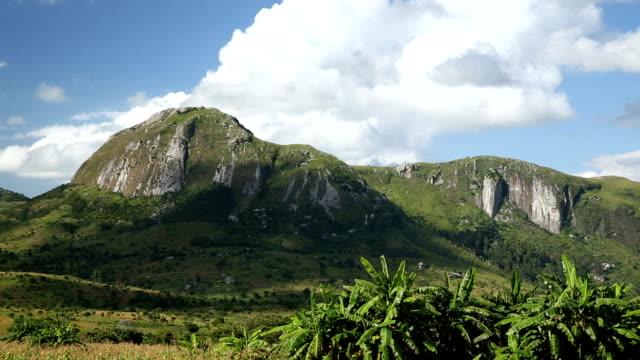 vídeos de stock e filmes b-roll de malavi paisagem montanhosa - malávi