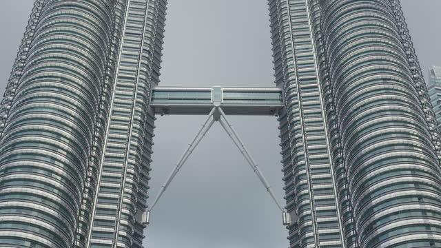 stockvideo's en b-roll-footage met het stadsgezicht van maleisië - petronas twin towers