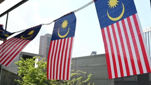 vídeos y material grabado en eventos de stock de bandera de malasia ondeando en el viento - malaysian culture