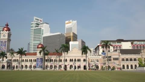 vídeos de stock, filmes e b-roll de malaysia economy general views, national flags at half mast - edifício do sultão abdul samad