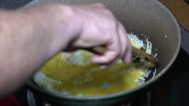 malaysian food: 'meehoon goreng' (fried vermicelli) - crucifers stock videos & royalty-free footage