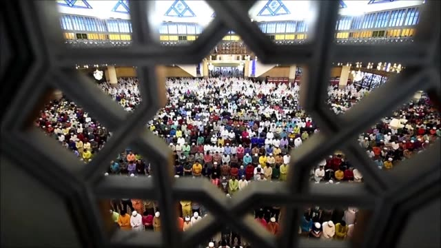 malaysian muslims offer eid al fitr prayers at the national mosque in kuala lumpur as they mark the end of the holy fasting month of ramadan - national mosque stock videos & royalty-free footage