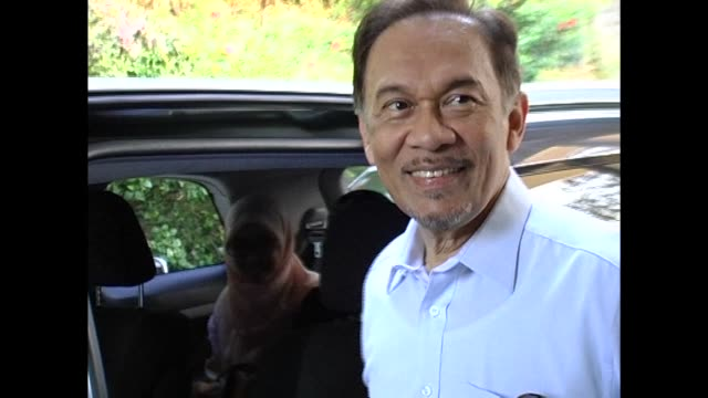 Malaysian opposition leader Anwar Ibrahim was acquitted Monday in a stunning conclusion to a twoyear sodomy trial that he had condemned as a...