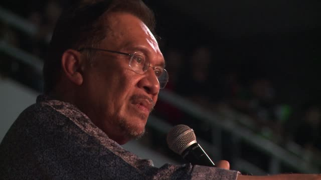 Malaysian opposition leader Anwar Ibrahim's 2012 acquittal for sodomy was overturned Friday in a new threat to the career of a charismatic politician...