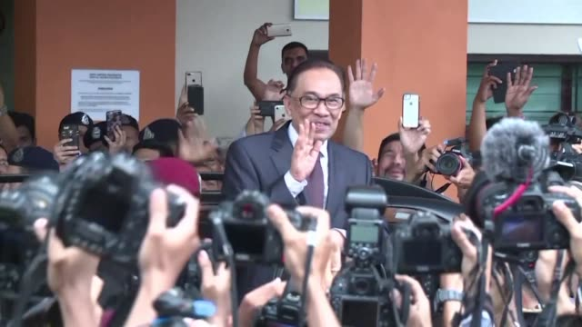 Malaysian politician Anwar Ibrahim walked out of custody on Wednesday after being pardoned over a sodomy conviction that saw him jailed for the past...