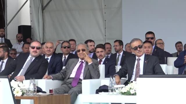 stockvideo's en b-roll-footage met malaysian prime minister mahathir mohamad accompanied by turkish industry and technology minister mustafa varank and turkish defense industries... - minister president