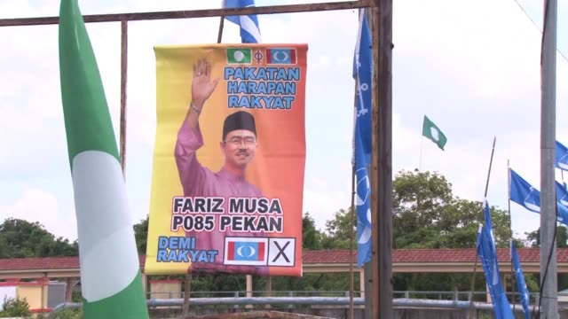 malaysian prime minister najib razak prepares for a final rally in his hometown of pekan pahang state in central malaysia where he will cast his own... - hometown bildbanksvideor och videomaterial från bakom kulisserna