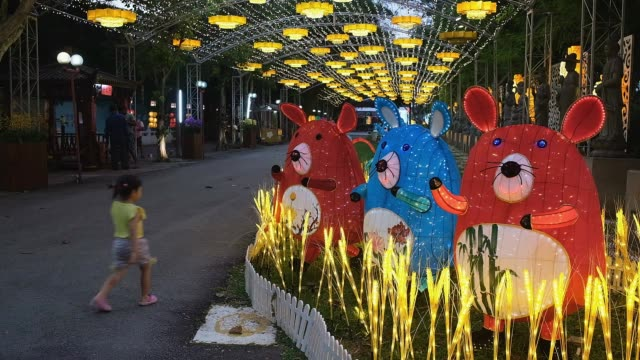 malaysian-chinese gather inside the jenjarom temple decorated with lanterns during lunar new year of the rat celebrations outside kuala lumpur on... - chinesisches laternenfest stock-videos und b-roll-filmmaterial