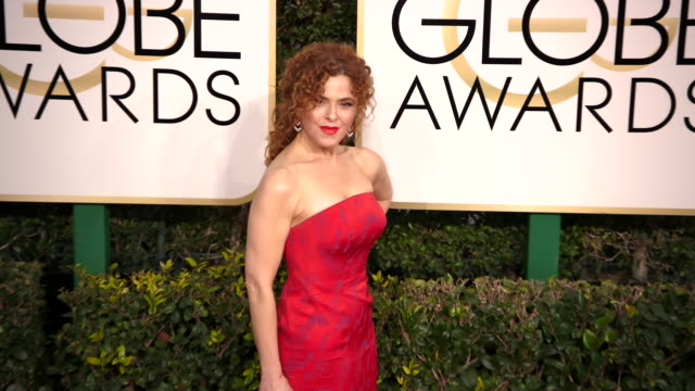 malcolm mcdowell and bernadette peters at the 74th annual golden globe awards arrivals at the beverly hilton hotel on january 08 2017 in beverly... - バーナデット ピータース点の映像素材/bロール