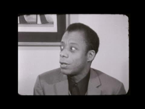 malcolm x assassinated:; england: london: hilton hotel: james baldwin interview sof neg 16mm itn 1.12 / 45ft tx 22.2.65 / 8.55pm - afroamerikansk historia i usa bildbanksvideor och videomaterial från bakom kulisserna