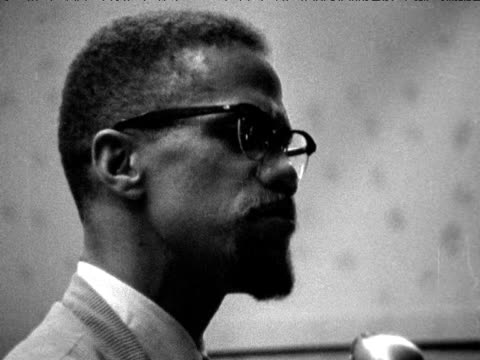 malcolm x speaks to audience about autonomy and retaliation during speech about black nationalism new york; 1964 - アメリカ黒人の歴史点の映像素材/bロール