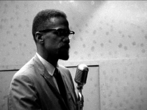malcolm x speaks to audience about black nationalism and rights in america new york 1964 - アメリカ黒人の歴史点の映像素材/bロール