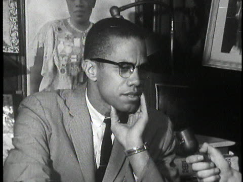 malcolm x states it is political suicide for blacks to identify themselves as either democrats or republicans. - 米民主党点の映像素材/bロール