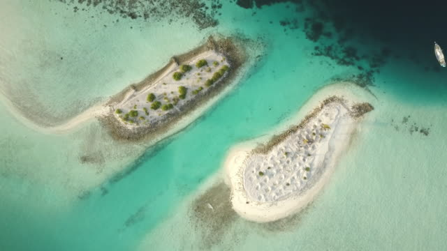 maldives atoll islet sand bar drone flight zoom-in 4k aerial video - ari atoll stock videos & royalty-free footage