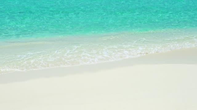 4k maldives beach resort – summer vacation - villa stock videos & royalty-free footage