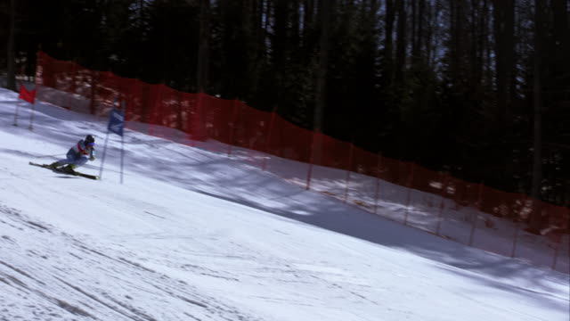 TS Male alpine skier competing in giant slalom race