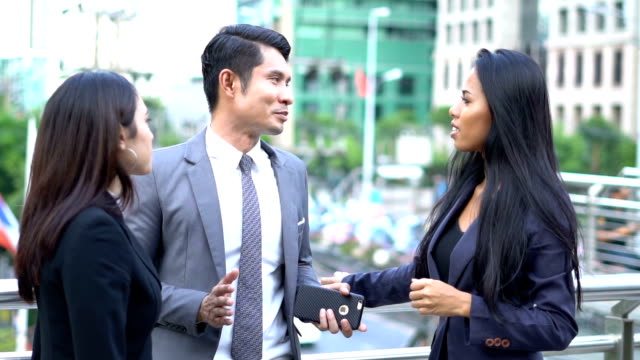 Male and female business discussion partnership