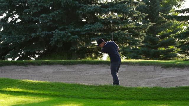 stockvideo's en b-roll-footage met male asian golfer hits from a sand trap - golf swing