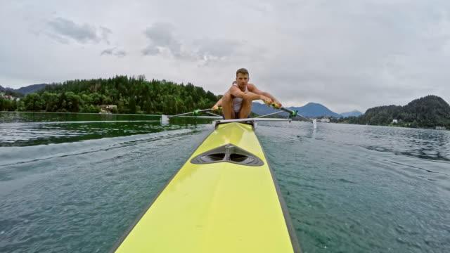 pov male athlete rowing in coxless four - canottaggio senza timoniere video stock e b–roll