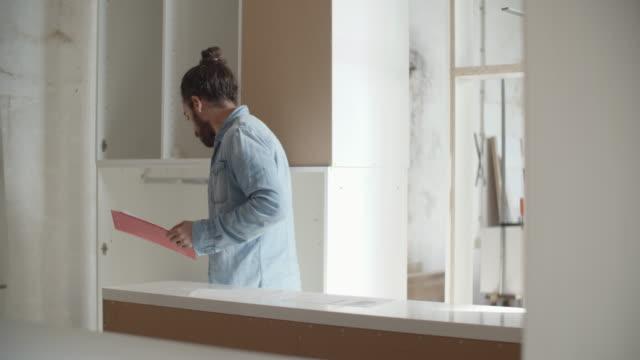 Mannelijke Carpenter In zijn atelier