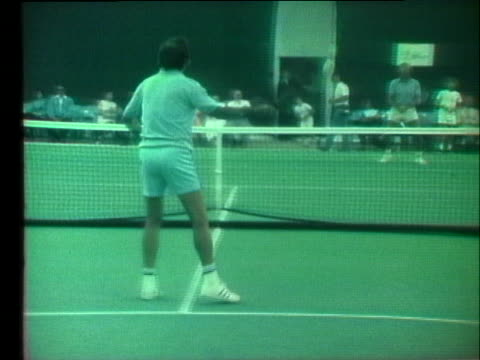male chauvinist bobby riggs practices tennis prior to his battle of the sexes tennis match against feminist billie jean king. - ビリー・ジーン・キング点の映像素材/bロール