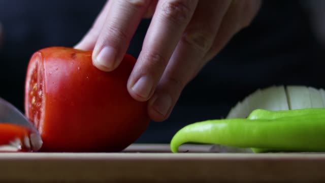 male chef is cutting tomato on cutting board - green bell pepper stock videos & royalty-free footage