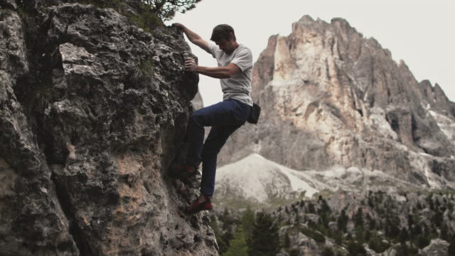 male climbing mountain during sunny day - free climbing stock videos & royalty-free footage