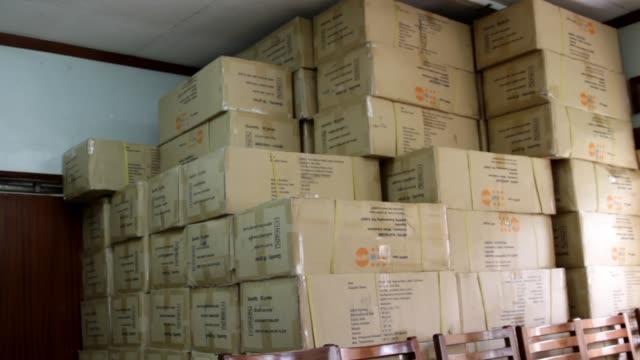 vidéos et rushes de male condoms, boxes stacked to ceiling - préservatif