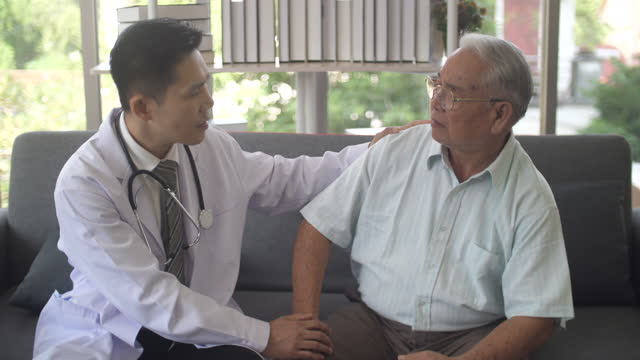 male doctor encouraging his senior patient - psychiatrist's couch stock videos & royalty-free footage