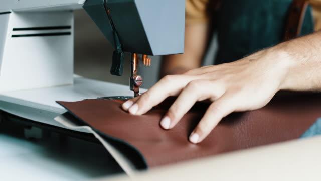 vídeos de stock e filmes b-roll de male fashion designer working in his studio - loja de roupa