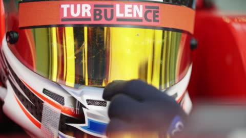 ld male formula driver closing his helmet visor - koncentration bildbanksvideor och videomaterial från bakom kulisserna