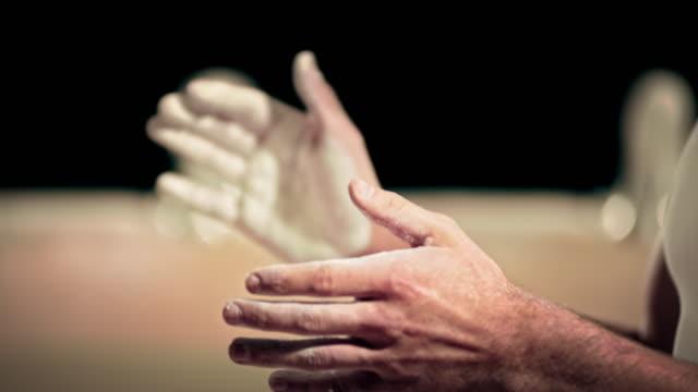 vídeos y material grabado en eventos de stock de mo calcáreo de san luis obispo de las palmas de las manos juntas - magnesio