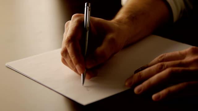 männliche hand handschrift, nahaufnahme, filmmaterial - text schriftsymbol stock-videos und b-roll-filmmaterial
