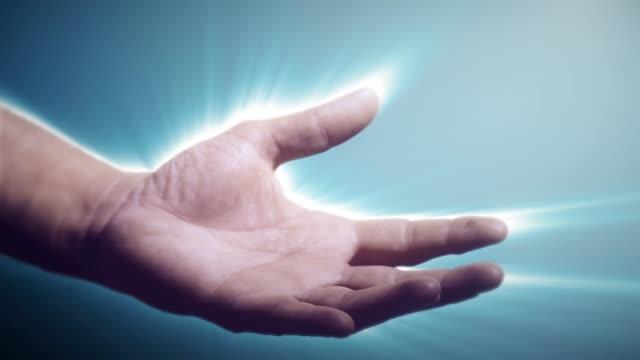 männliche hand mit beleuchteter aura, die hilfe anbietet - gott stock-videos und b-roll-filmmaterial