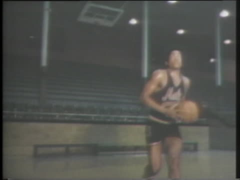 male high school basketball standout darrell griffith practices shooting hoops - sport stock-videos und b-roll-filmmaterial