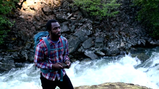 male hiker using mobile phone in nature - squamish stock videos & royalty-free footage