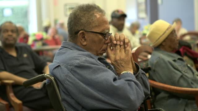 vidéos et rushes de male in wheelchair at assisted living center - jeune d'esprit