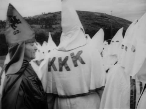 vídeos de stock, filmes e b-roll de b/w 1950 male kkk member wearing dark robes no mask standing by kkk member with white robes - ku klux klan