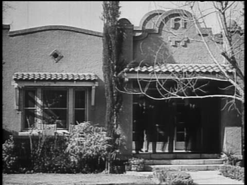 b/w 1934 4 male law enforcement officers exiting house / dillinger's hideout / tucson az - john dillinger stock-videos und b-roll-filmmaterial