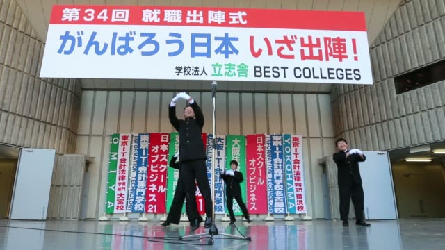 a male member of a cheering squad leads the chanting and arm actions at a rally to start off jobhunting in tokyo japan on wednesday jan 29... - チアリーダー点の映像素材/bロール