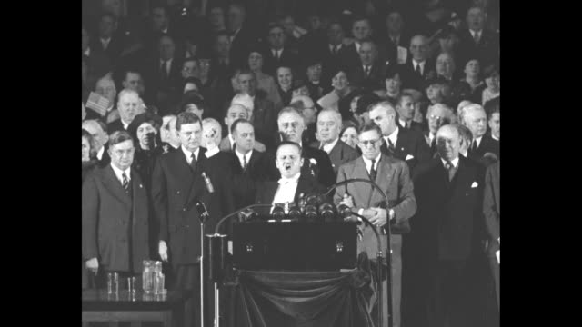 stockvideo's en b-roll-footage met ms male opera singer at podium leading audience in the star spangled banner president franklin roosevelt and others behind him applause at the finish... - presidentsverkiezing