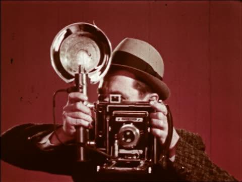 male photographer looking into camera - temi per la fotografia video stock e b–roll