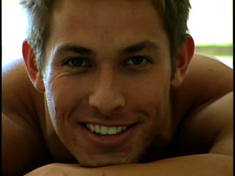 male portrait - 若い男性だけ点の映像素材/bロール