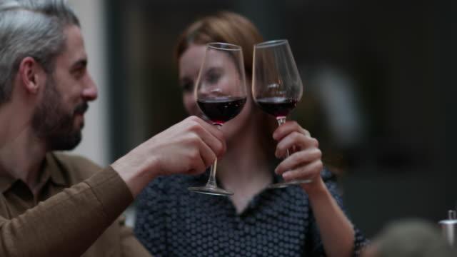 vídeos y material grabado en eventos de stock de male pouring friends wine at a meal - vino tinto