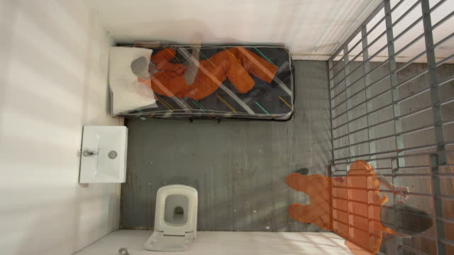 4k antenne: männliche gefangene frust zusammenstellung - gefängnis stock-videos und b-roll-filmmaterial