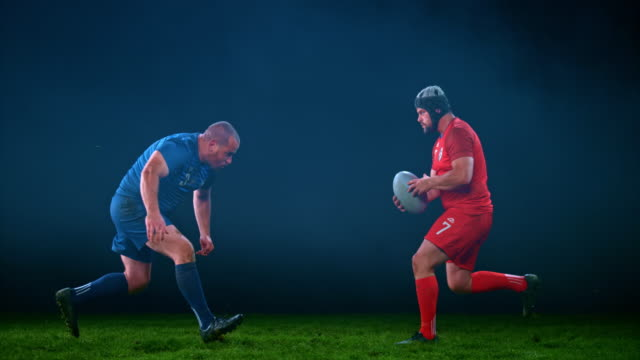 vídeos de stock e filmes b-roll de slo mo ld speed ramp male rugby player tackling his opponent to the ground - tackling