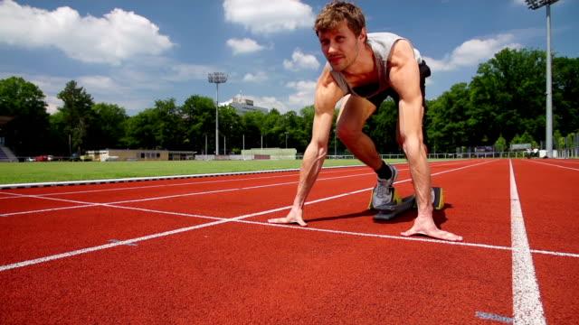 ZEITLUPE: Männliche Runner