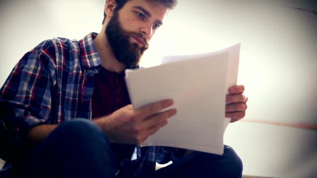 vídeos y material grabado en eventos de stock de estudiante masculino de clases. - examinar