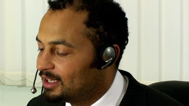 vídeos y material grabado en eventos de stock de macho personal de apoyo - vestimenta de negocios formal