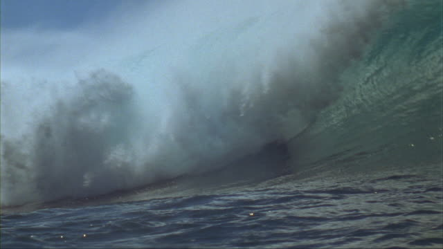 slo mo, ws, pan, male surfer in ocean waves, oahu's north shore, hawaii, usa - oahu stock videos and b-roll footage